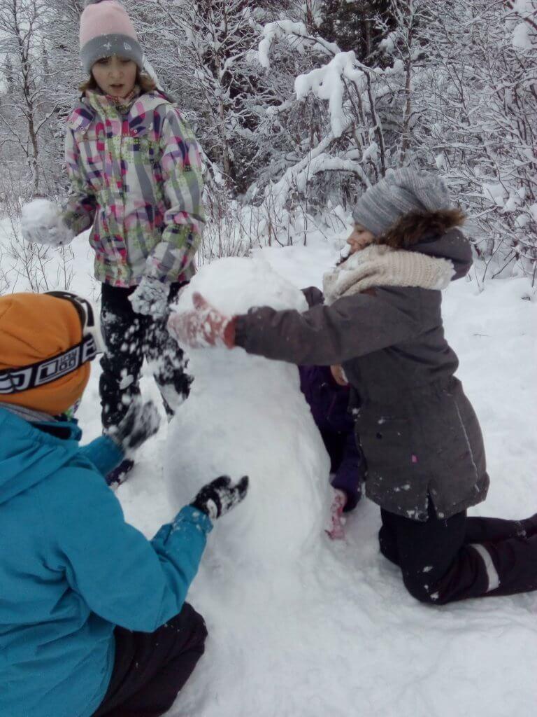 спортивная  эстафета «Зимние забавы»