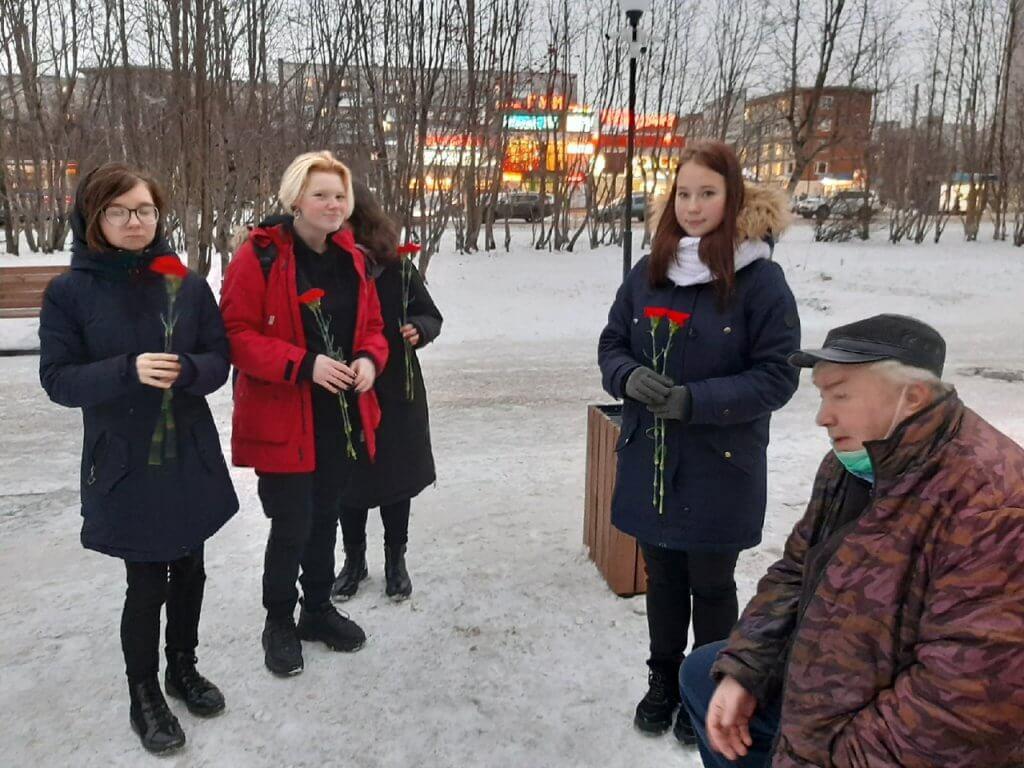 О возложении цветов к памятнику Полярной дивизии
